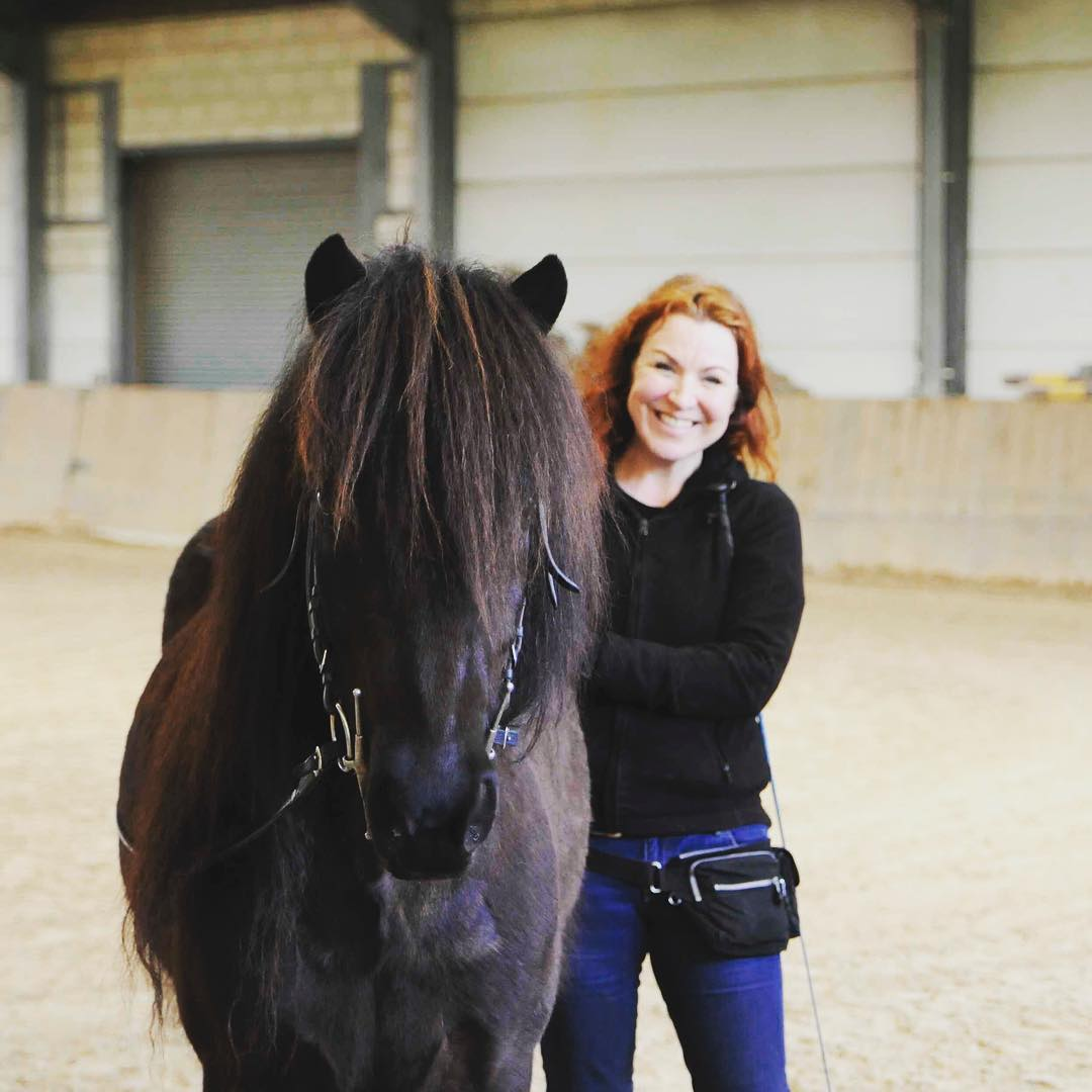 This is my friend Philippa with her gelding Blakkur. The picture was taken by @klariii_ at the last clinic Saskia Gunzer gave at our place. We are happy to host her again this autumn! #longrein #icelandichorse
