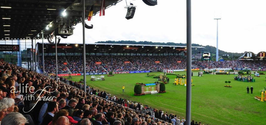 Turnierplatz CHIO Aachen, grüner Rasen, Zuschauer